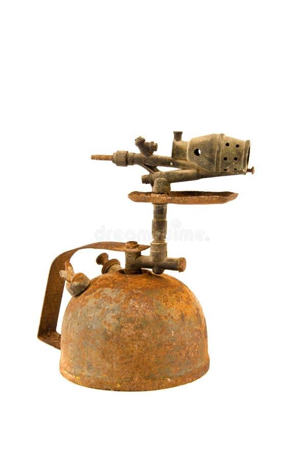 Старая заржаветая паяльная лампа изолированная на белизне стоковые фото