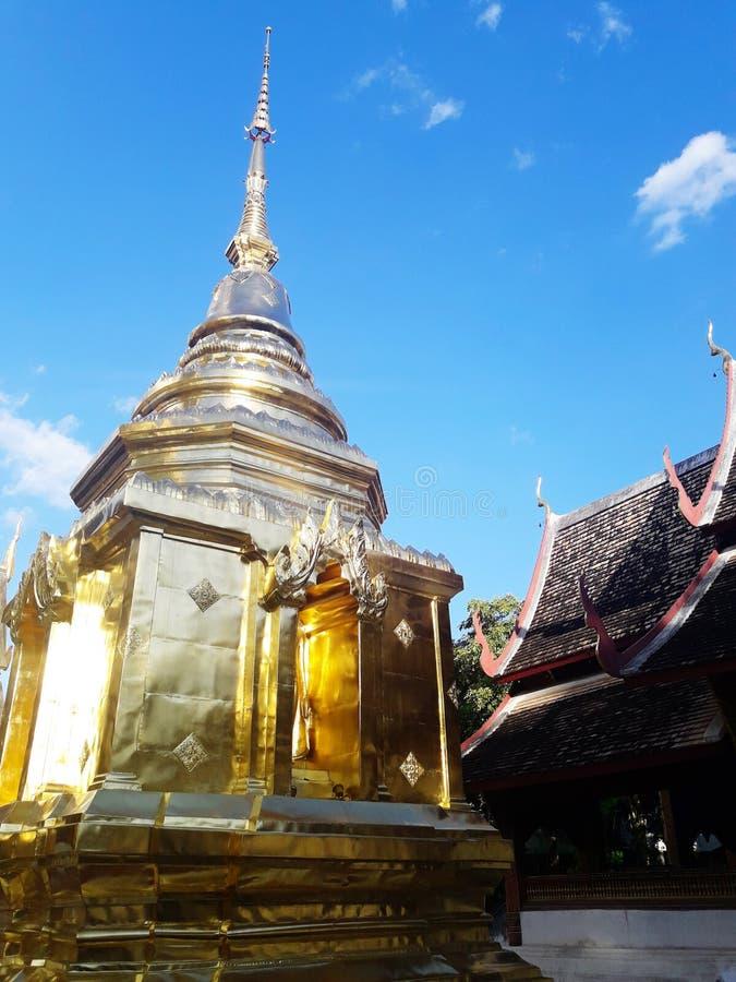 Старая золотая пагода в Чиангмае, Таиланде стоковое изображение rf