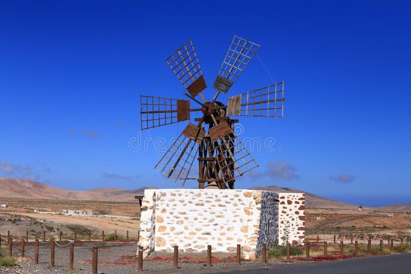 Старая испанская ветрянка для меля зерна стоковые фото