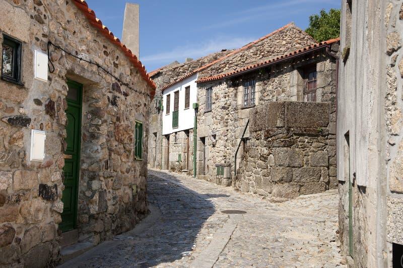 Download Старая историческая деревня Linhares Da Beira в Португалии Стоковое Фото - изображение насчитывающей улица, типично: 41656468