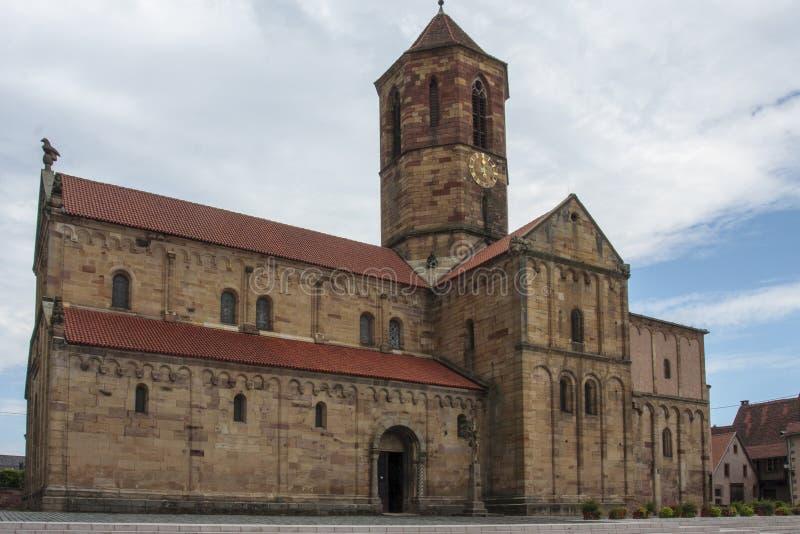 Старая историческая церковь на Rosheim во Франции стоковые изображения