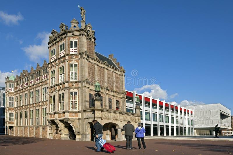 Старая и новая часть здание муниципалитета Арнема стоковое фото