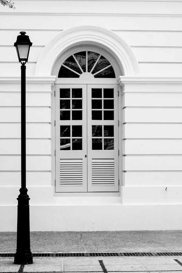 Старая и пустая улица стоковые изображения rf
