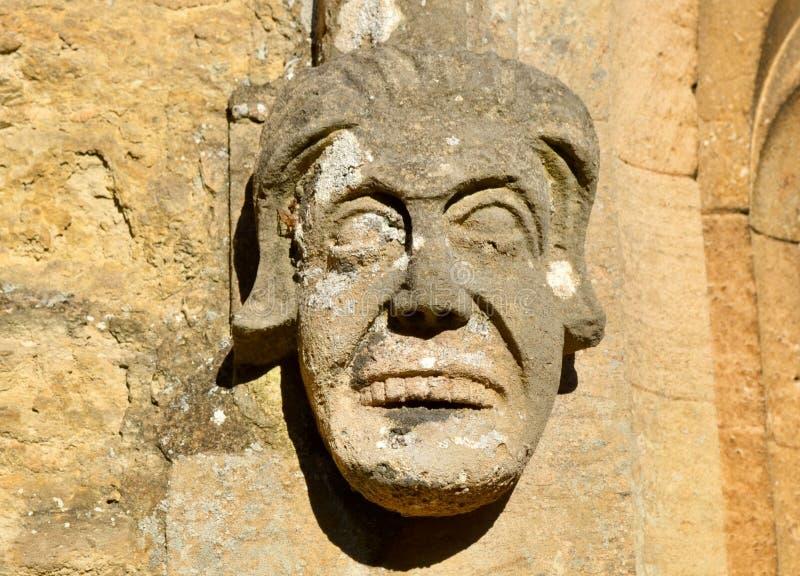 Старая каменная горгулья на местной церков стоковая фотография