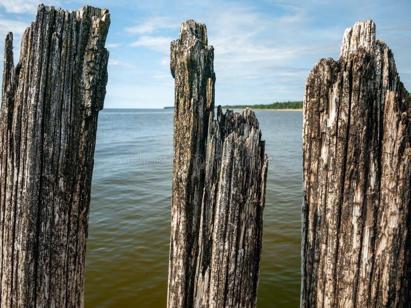 Старая каменная пристань в море стоковое изображение rf