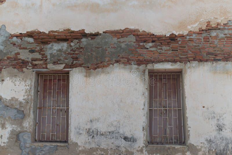 Старая картина кирпичной стены, треснутая красная кирпичная стена стоковое изображение