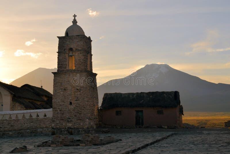 Старая католическая каменная церковь в Sajama, Боливии стоковое изображение rf