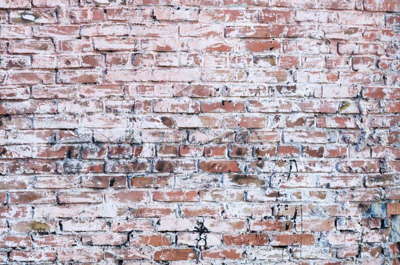 Старая кирпичная стена смазанная с краской стоковое фото rf