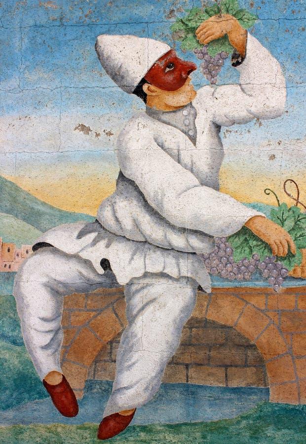 Старая кирпичная стена с ярким и красочным искусством замаскированного человека есть виноградины, Остин Техас, 2018 стоковое изображение rf