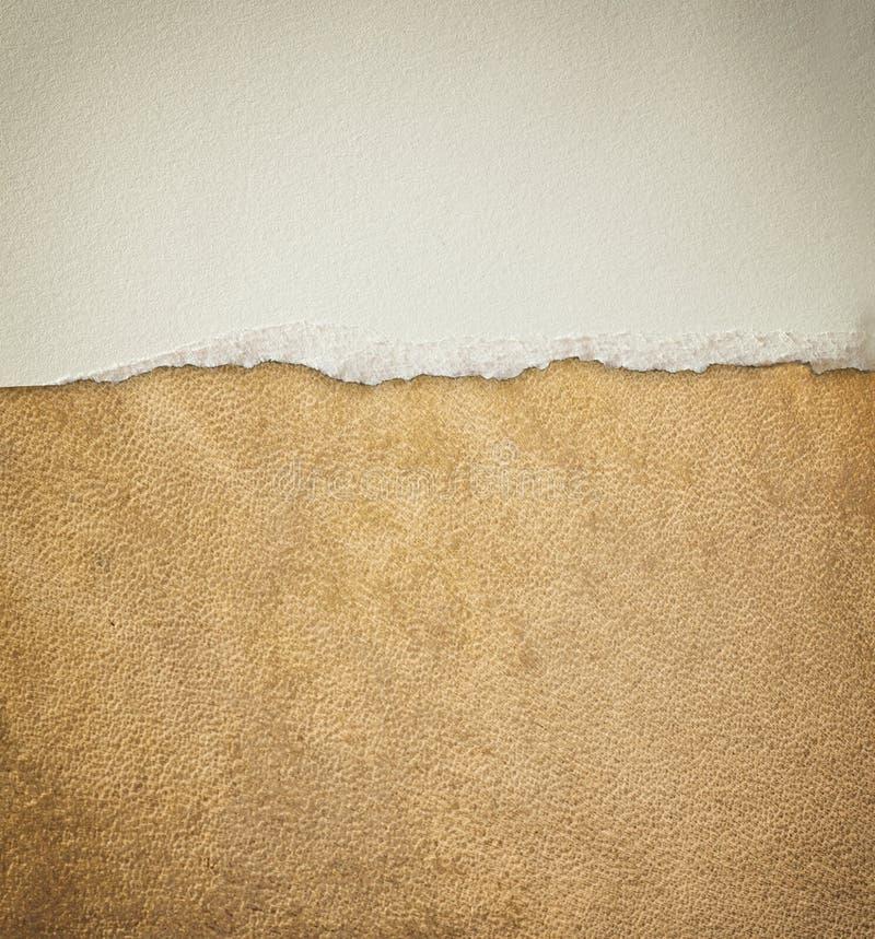 Старая кожаная картина предпосылки текстуры и сорванная годом сбора винограда бумага стоковое изображение