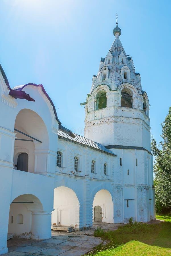 Старая колокольня собора заступничества в Suzdal стоковое изображение