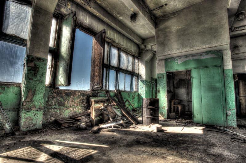Старая комната с окном стоковое фото