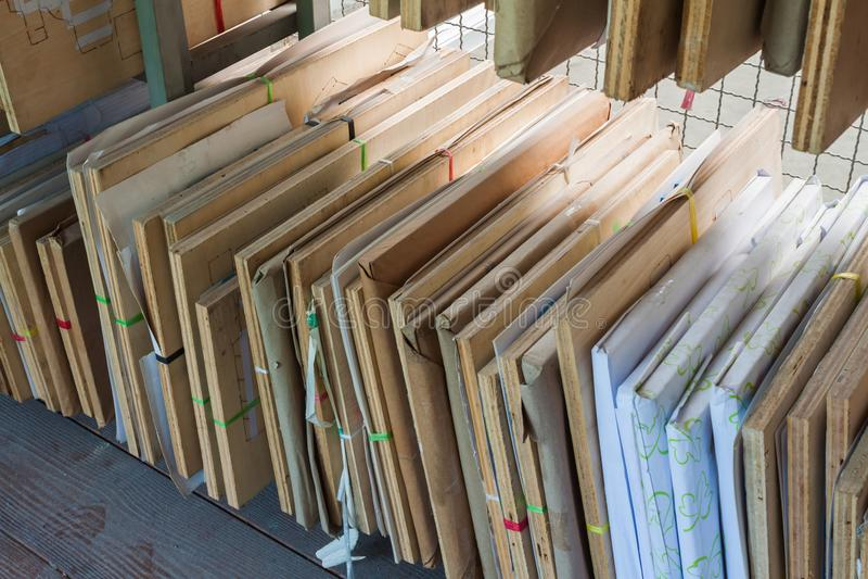 Старая коробка умирает прессформа вырезывания стоковая фотография rf
