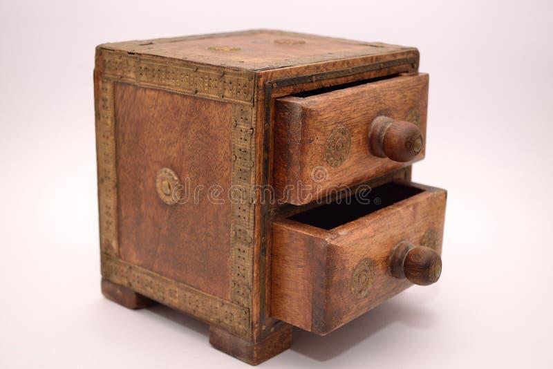 Старая коробка для ювелирных изделий стоковые фото