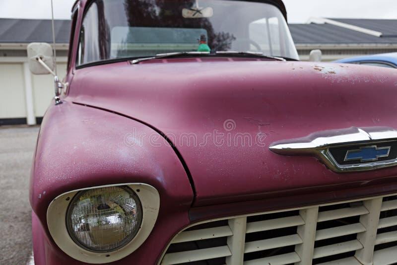 Старая красивая розовая приемистость в парковке стоковая фотография