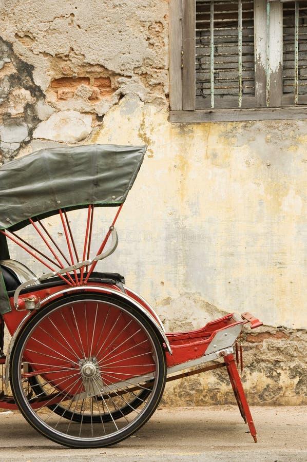 Старая красная рикша стоковая фотография rf