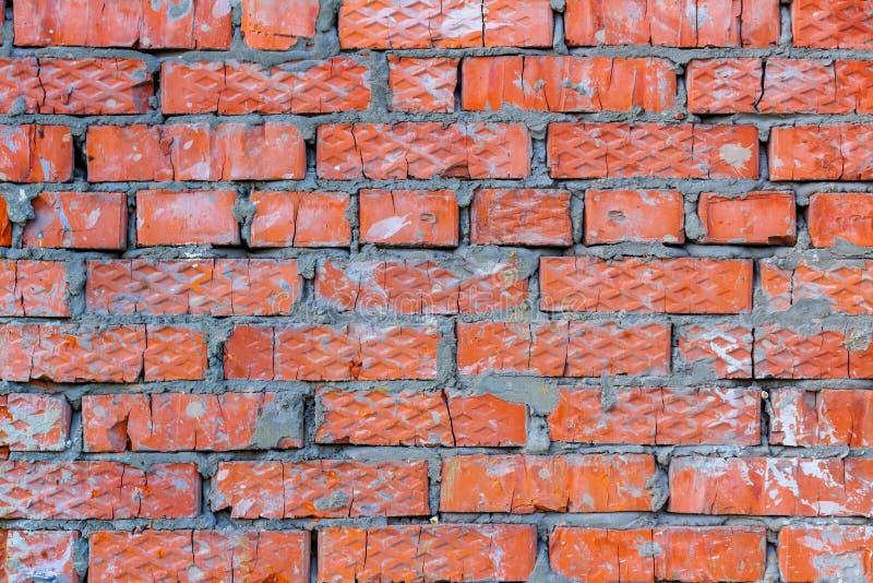 Старая красная текстура кирпичной стены с пятнами цементного раствора Абстрактная предпосылка кирпичной стены стоковое изображение