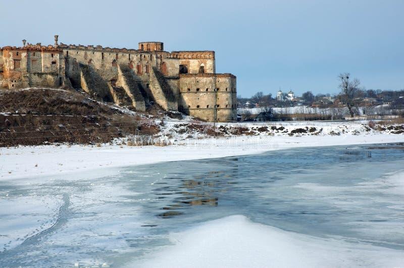 Старая крепость над рекой стоковое изображение rf