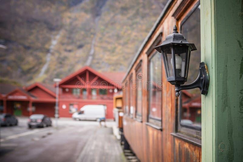 Старая лампа на старом экипаже поезда Flamsbana стоковые изображения