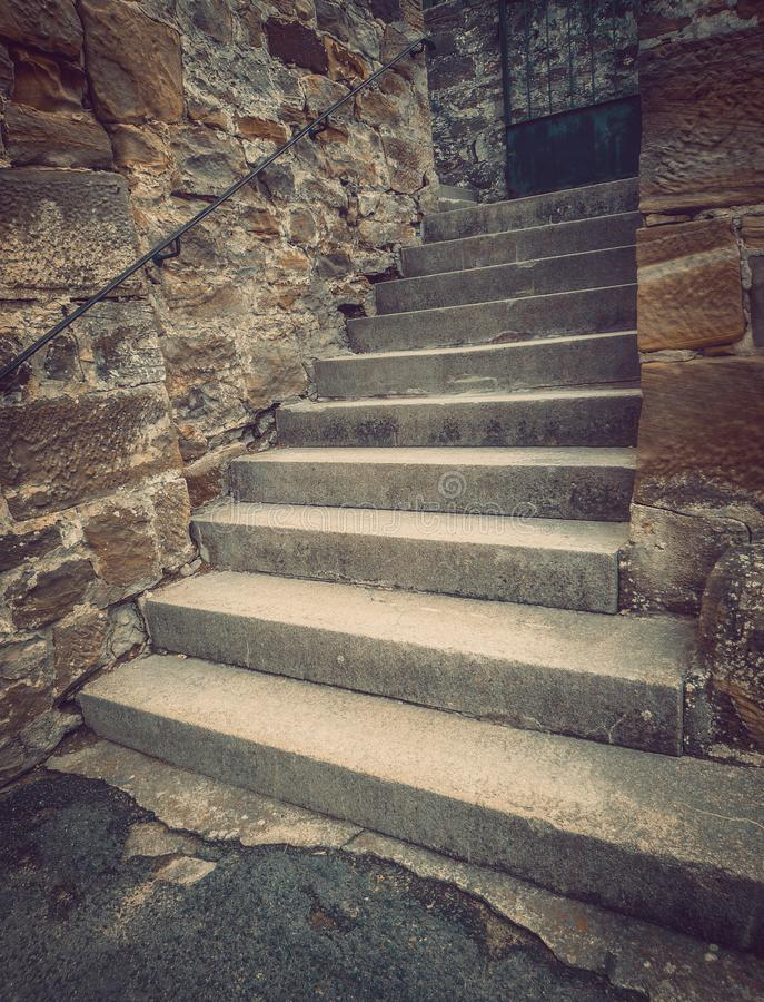 Старая лестница к нигде стоковое изображение rf
