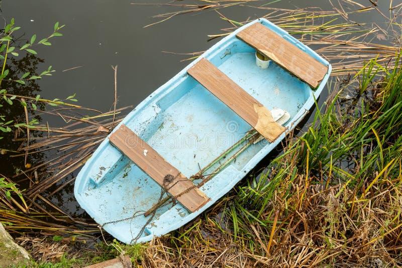 Старая лодка стоковая фотография