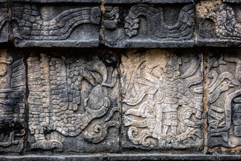 Старая майяская настенная роспись показывая орла схватывая человеческое сердце стоковая фотография rf