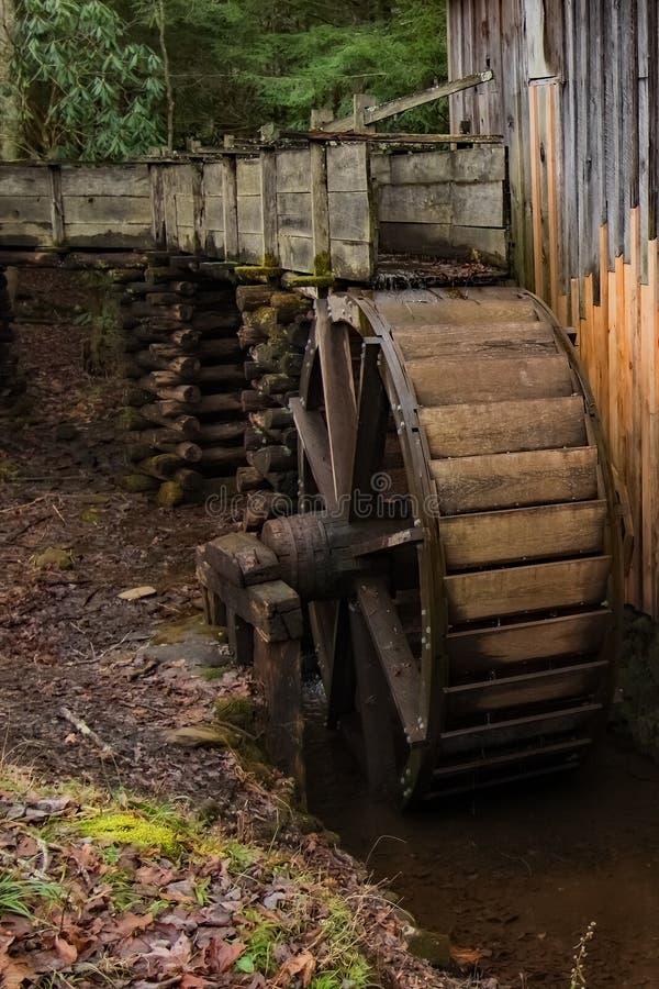 Старая мельница в бухте стоковое изображение