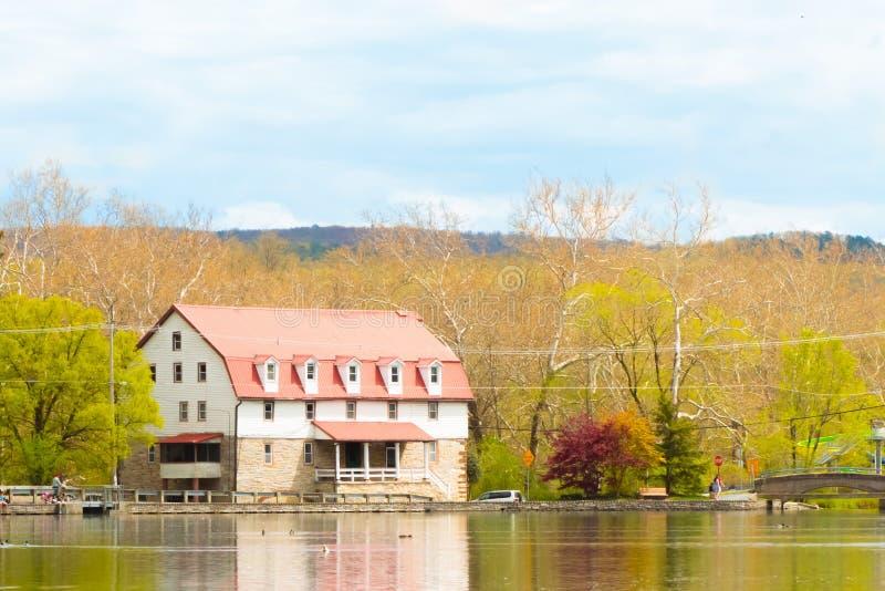 Старая мельница, озеро ` s детей стоковая фотография rf