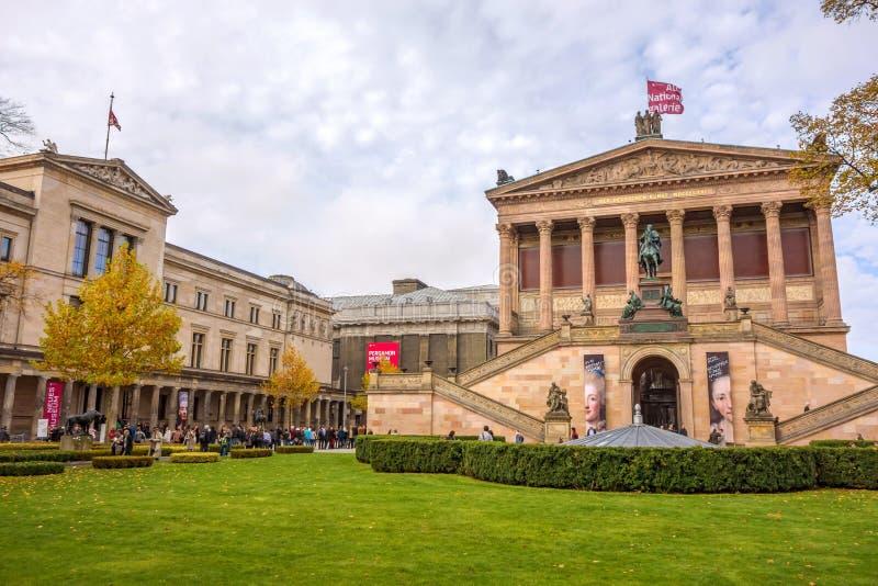 Старая национальная галерея/новый музей, Берлин стоковое изображение