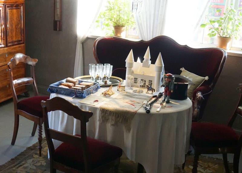 Download Старая обедая таблица стоковое фото. изображение насчитывающей vintage - 81803838