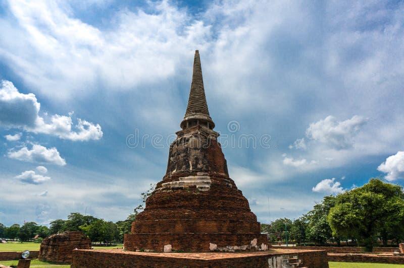 Старая пагода на виске Wat Phra Sri Sanphet, Таиланде стоковое изображение rf
