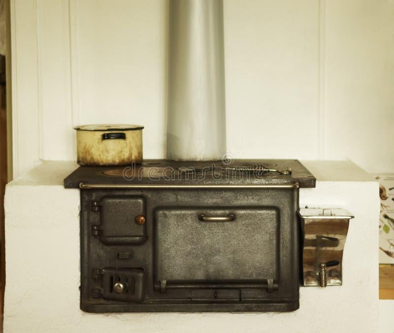 старая печка стоковое изображение