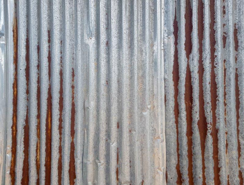 Старая плита пульсации сплава цинка с ржавчиной, напряжением и вдавленным местом стоковое фото rf