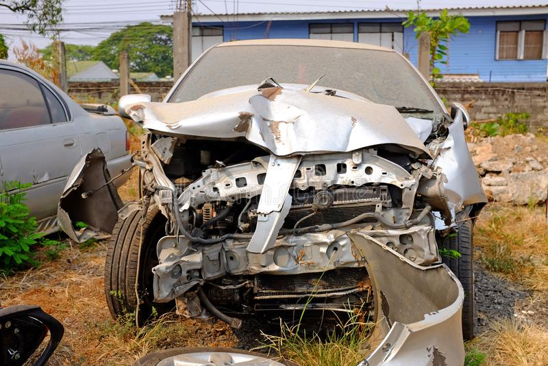 Старая поврежденная автокатастрофа стоковые изображения
