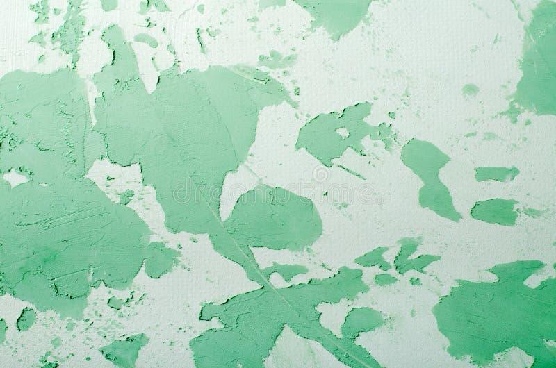Старая поврежденная треснутая стена краски, предпосылка Grunge, зеленый пастельный цвет стоковые фотографии rf
