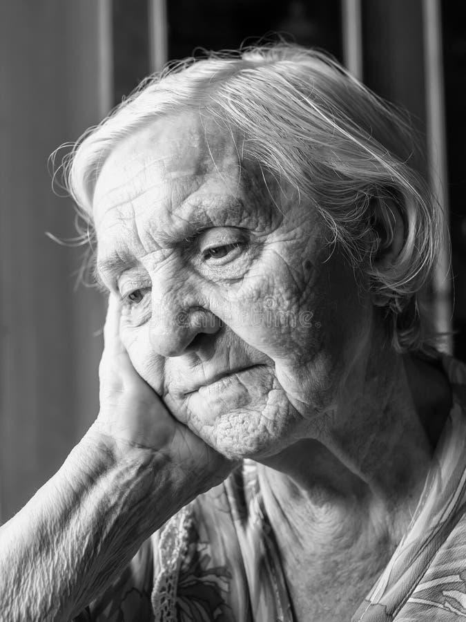 Старая пожилая женщина стоковое изображение