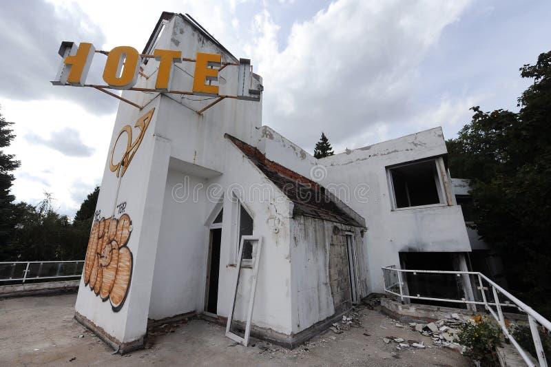 Старая покинутая гостиница стоковое изображение rf