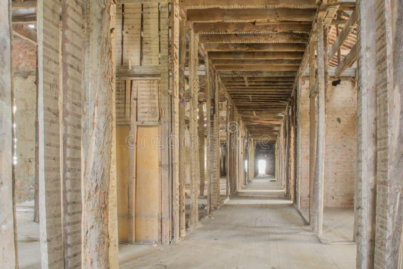 Старая покинутая крыша санатория в Португалии стоковые фото
