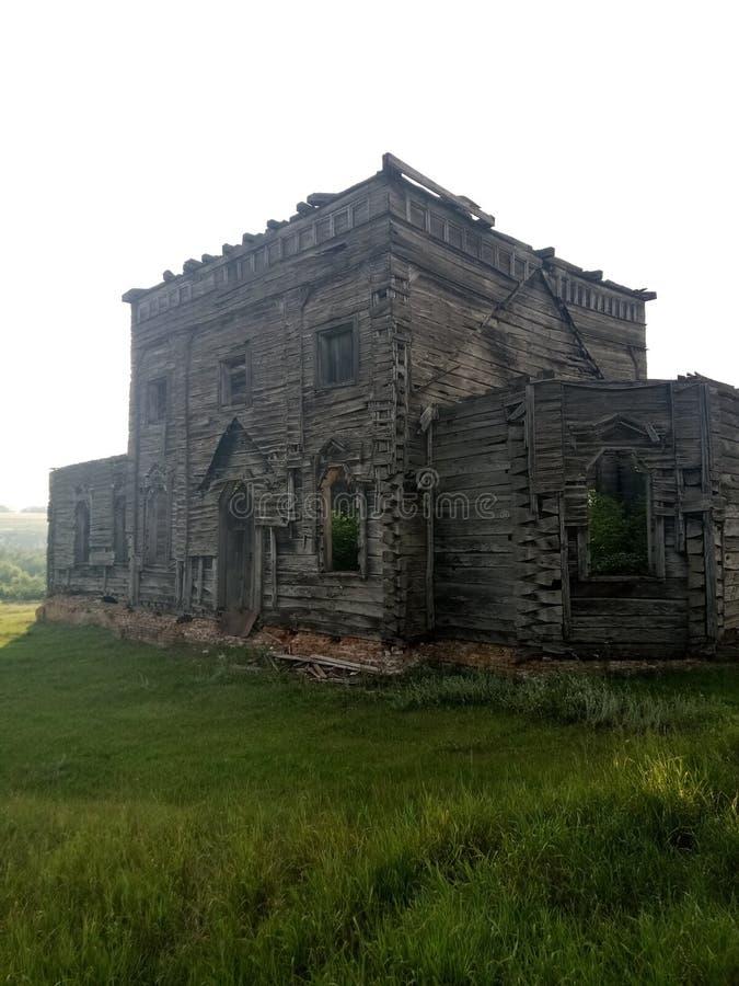 Старая покинутая церковь стоковые изображения