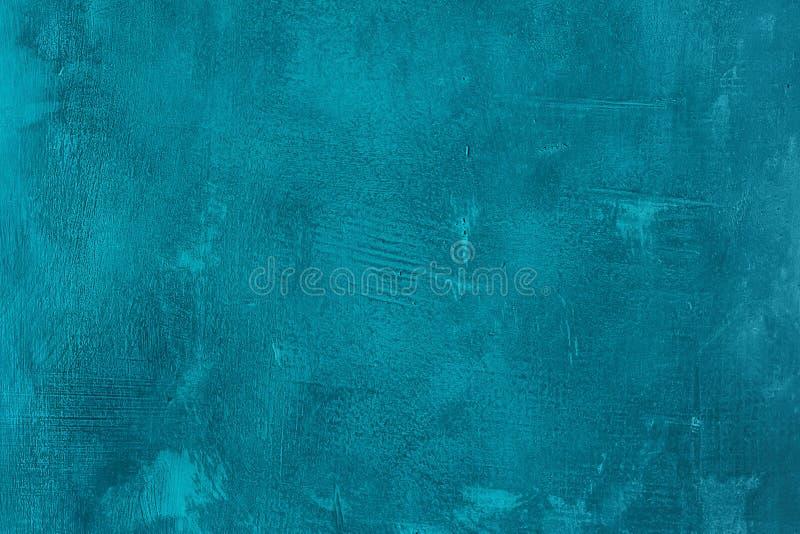 Старая поцарапанная и chapped покрашенная голубая стена Текстурированная конспектом предпосылка бирюзы Пустой шаблон стоковая фотография