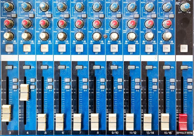 Старая предпосылка оборудования или soundboard, доска немного пылевоздушные стоковая фотография rf