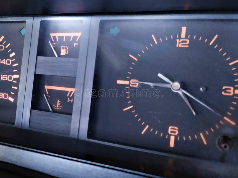 Старая приборная панель автомобиля стоковые изображения rf