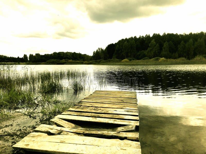 Старая пристань около озера стоковая фотография rf