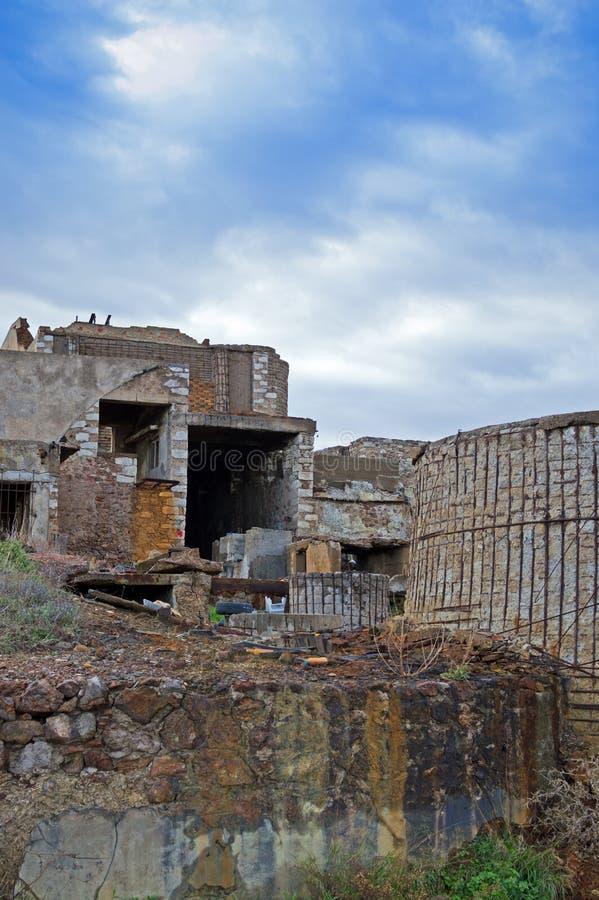 Старая разрушенная шахта стоковая фотография rf