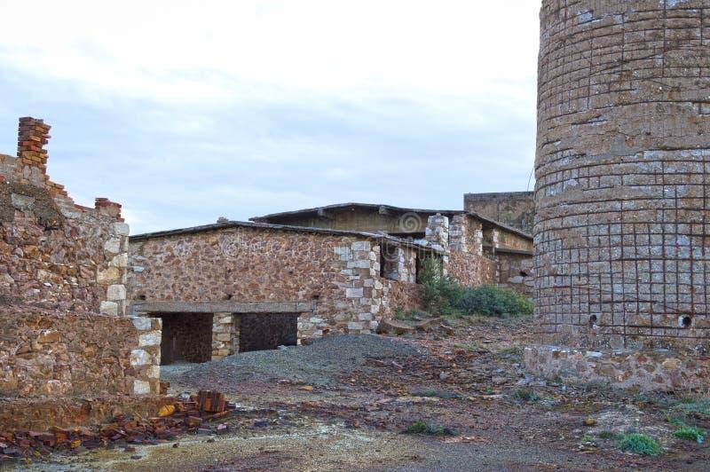 Старая разрушенная шахта стоковое фото