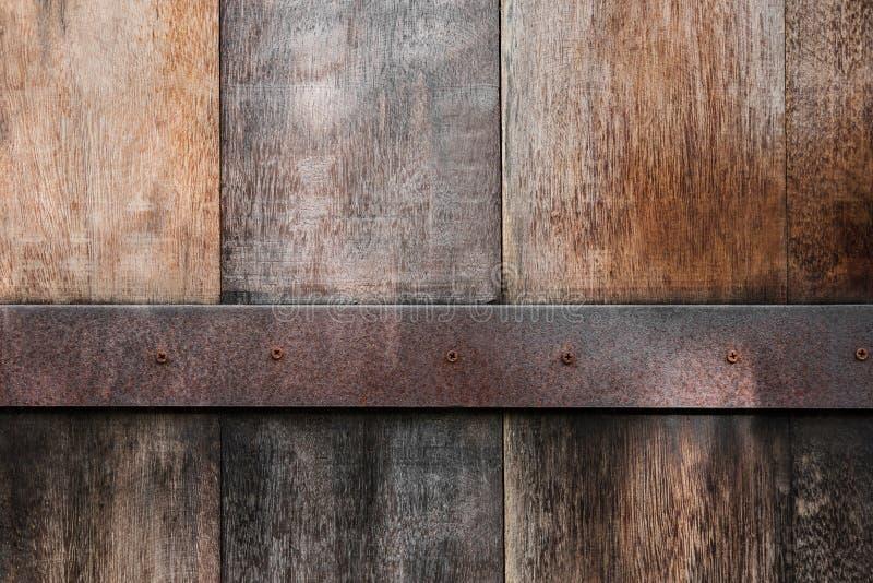 Старая древесина обшивает панелями текстуру с ржавой предпосылкой металла стоковая фотография