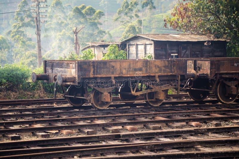 Старая ржавая фура поезда на вокзале Nanu Oya стоковое фото