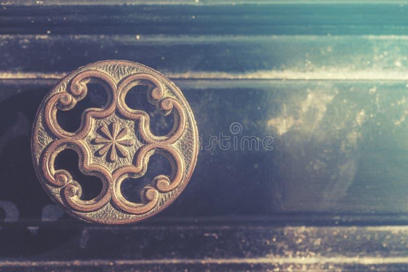Старая ручка ящика стоковые фотографии rf