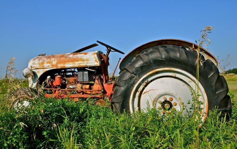 Старая серия n трактора Форда стоковое фото