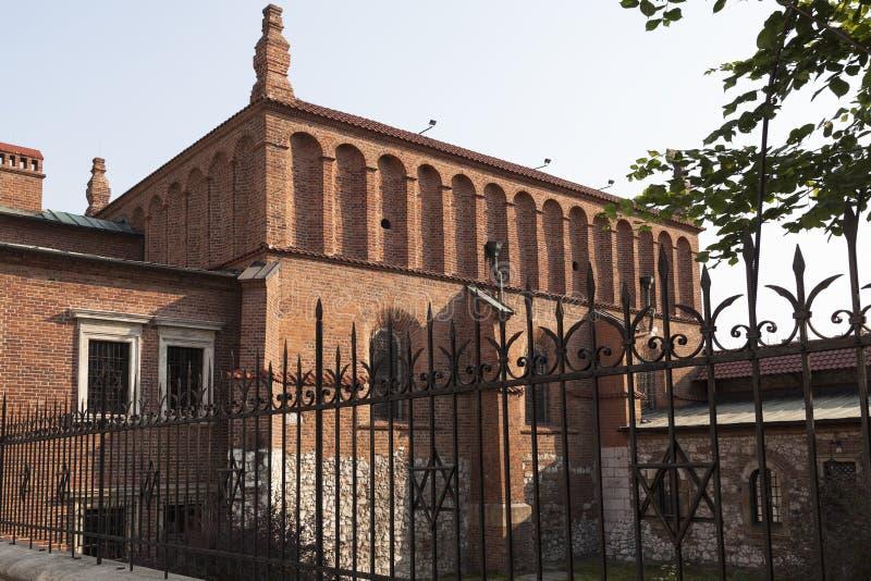 Старая синагога в еврейском районе krakow - kazimierz в Польше стоковые изображения rf